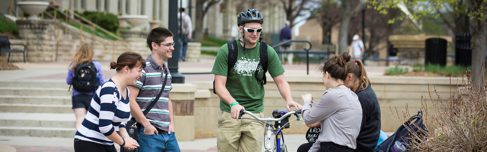 Commuter students on the mall